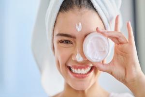 CBD in der Kosmetik – Schönheit aus der Hanfpflanze