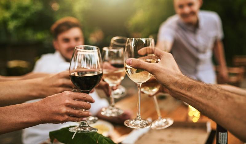 Darf man Alkohol und CBD Öl mischen?