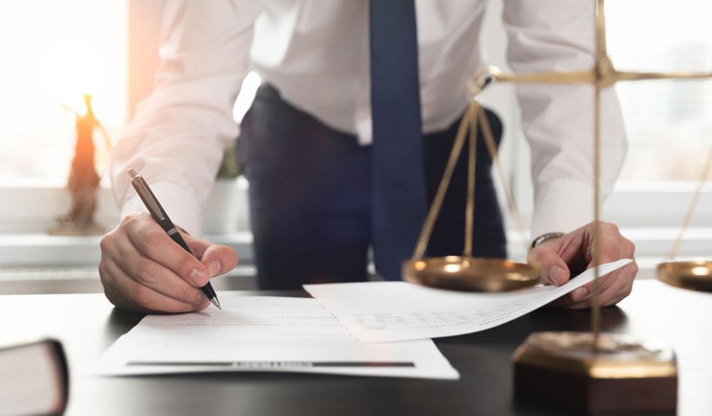 Ist CBD legal? - Rechtsanwalt Niermann berichtet